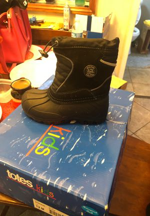 Totes kids snow boots for Sale in Long Beach, CA