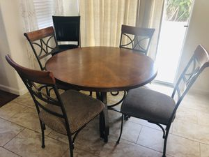 Perfect Kitchen Table for 4!! New condition! for Sale in Union City, CA