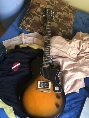 Guitar with Solid Amp (accessories included) for Sale in Brooklyn, NY