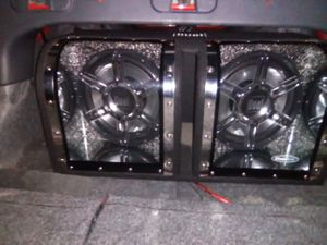 12 inch dual enclosed subwoofers with a 2000 watt boss monoblock amplifier for Sale in Pineville, LA