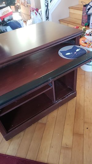 Free Rolling mobile desk with pullout keyboard shelf for Sale in Pico Rivera, CA