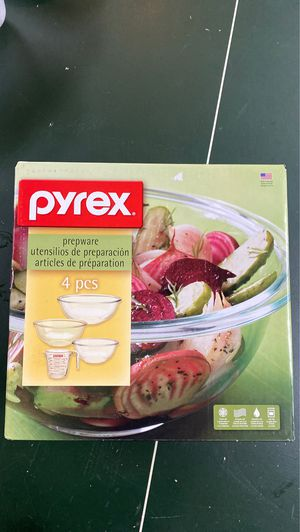 Pyrex prepware 4 piece set includes 3 nesting bowls and measuring cup for Sale in Seattle, WA