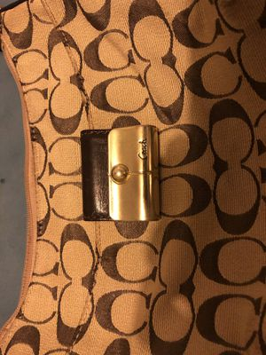 Well kept Authentic Coach Handbag for Sale in Columbus, OH
