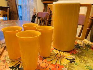 Awesome Vintage - Retro yellow pitcher and cup set for Sale in Cary, NC
