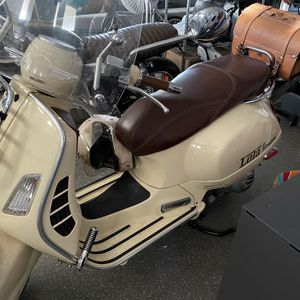 Vespa For Sale - Excellent Condition for Sale in Lakeside, CA