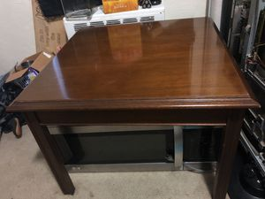 Fine used end table for Sale in Philadelphia, PA