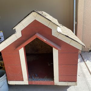 Dog house HUGE for Sale in Clovis, CA