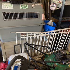 Dog Kennel, Large With Metal Gate for Sale in Bowie, MD