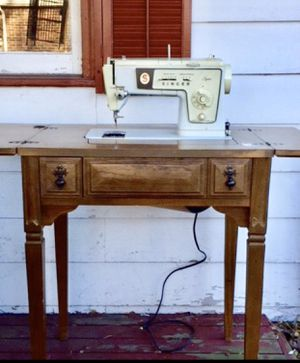Vintage SINGER sewing machine with wood cabinet table for Sale in Oak Lawn, IL