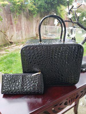 ESTEE LAUDER/BLACK Make travel bag for Sale in Everett, WA