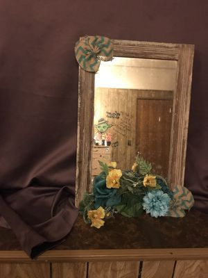 hanging wall mirror for Sale in Wichita, KS