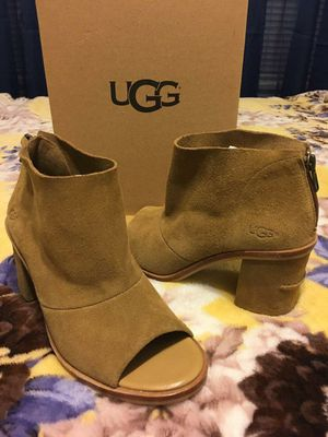 New Authentic UGG Size 8 for Sale in Bellflower, CA