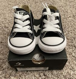 Converse Chuck Taylor All Star Low Top (INF) Sz. 3C for Sale in Streamwood,  IL