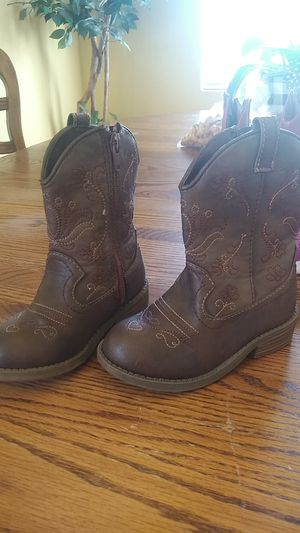 Toddler girl boots size 8 for Sale in Salinas, CA