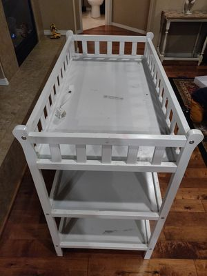 Diaper changing table white for Sale in Bothell, WA