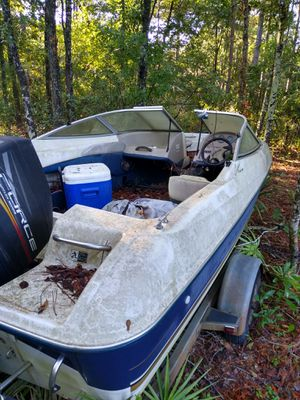 bayliner capri 1704 sf with 120 force by mercury marine Motor. USED for Sale in Springfield, GA