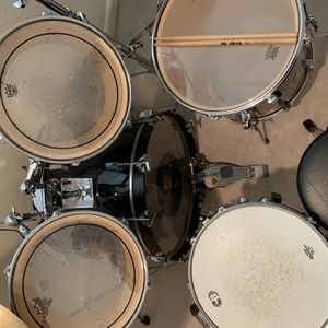 full REMO Drum set W/ Zildjian High Hat And Symbols for Sale in Cedar Mill, OR