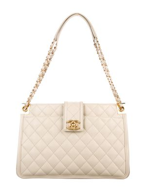 $5800 Like New Authentic Chanel Bag for Sale in Los Angeles, CA