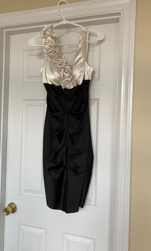 Size 6 dress for Sale in Mars, PA