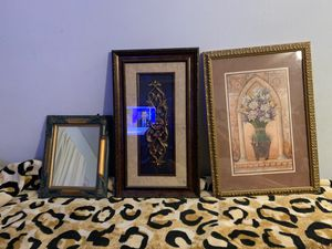 Wall pictures and mirror for Sale in Arlington, TX