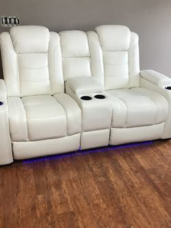 Party Time White Power Reclining Loveseat with Console /couch for Sale in Austin,  TX