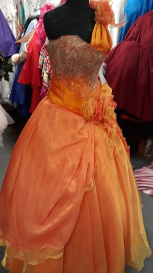 New quinceanera dress for Sale in San Leandro, CA