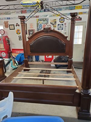 King Canopy Bedroom Set for Sale in Sharpsburg, GA