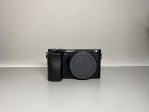 SONY A6300 camera (4k camera) for Sale in Morrisville, NC