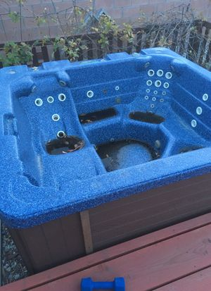 Hot tub for Sale in Simi Valley, CA