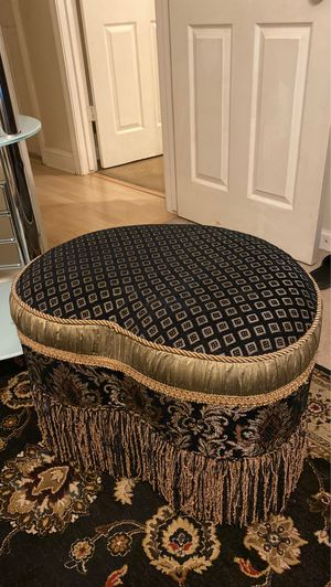 Small stool for Sale in Clovis, CA