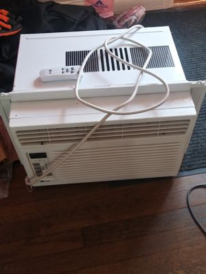 LG window AC unit. 6,000 BTU, comes with a remote. Like new, works great. for Sale in Denver, CO