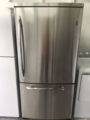 """GE stainless French doors refrigerator 33"""" Wide 70"""" Tall in excellent condition plus 6 months warranty. Delivery service available . Hablamos español for Sale in Pompano Beach, FL"""