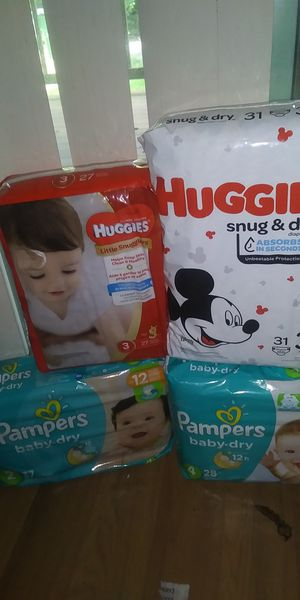 4 BAGS OF UNOPENED HUGGIES AND PAMPERS DIAPERS SIZE 2,3,4 for Sale in Beaverton, OR