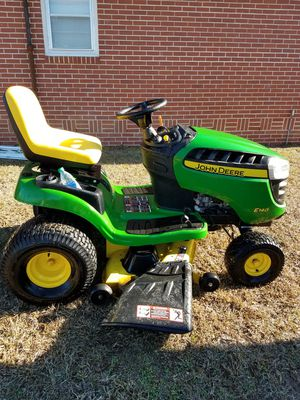 John Deere E140 Riding Lawn Mower for Sale in Savannah, GA