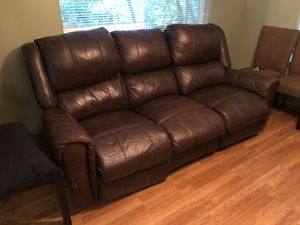 Recliner couch for Sale in Puyallup, WA