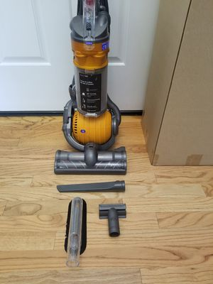 NEW cond DYSON DC24 BALL VACUUM WITH COMPLETE ATTACHMENTS , AMAZING POWER SUCTION, WORKS EXCELLENT, for Sale in Federal Way, WA