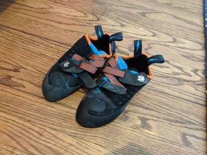 Evolv Kronos Climbing Shoes for Sale in Chicago, IL