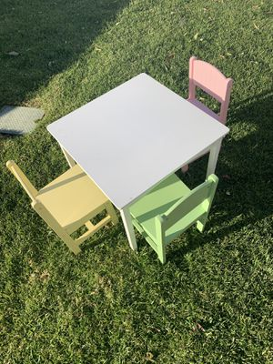 Kids table and Chairs for Sale in Fontana, CA