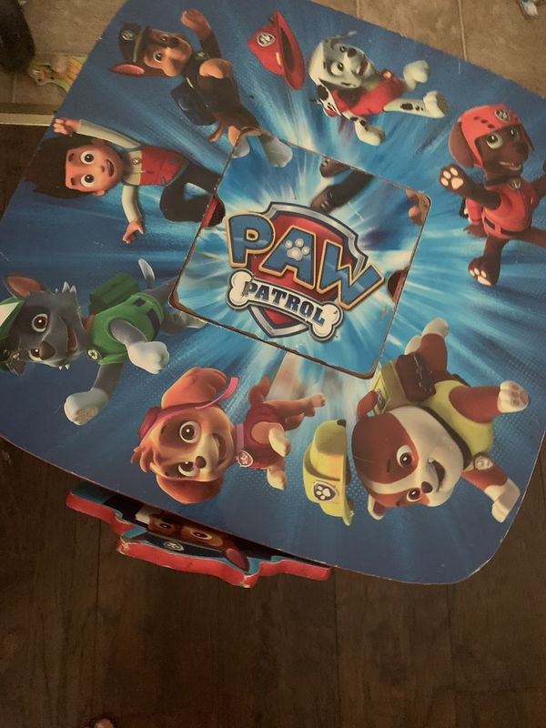 Paw patrol table - 2 chairs and a table