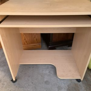 Computer desk with pullout keyboard drawer for Sale in West Bloomfield Township, MI