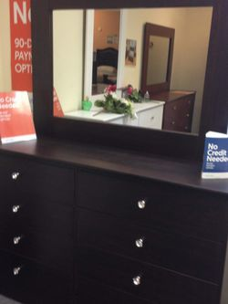 New COMPRESSED Wood Dresser With Mirror for Sale in Huntington Park,  CA