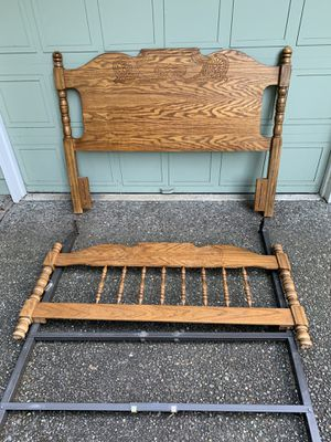 Art queen size frame bed 🛌 for Sale in Bellevue, WA