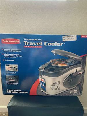Rubbermaid Travel Cooler for Sale in Riverside, CA