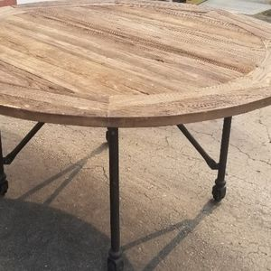 Round rustic dining table for Sale in Powell, OH