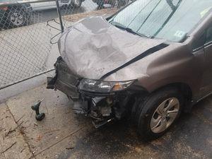 Honda civic 2013 engine still runs just need minor repairs for Sale in Brooklyn, NY
