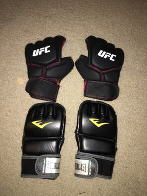 UFC TRAINING GLOVES for Sale in Lynnwood, WA
