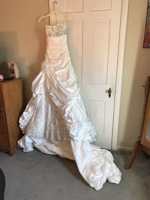 Maggie Sottero Wedding Gown Sz.6 for Sale in Detroit, MI