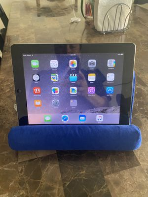 iPad 2 generation 32 GB with charger and cellular WiFi for Sale in Tampa, FL