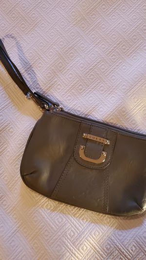 GUESS Wristlet (gray) for Sale in Middleburg Heights, OH