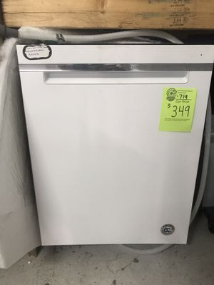 Like new White Whirlpool dishwasher for Sale in Raleigh, NC